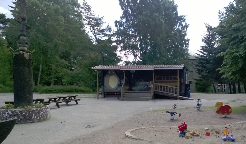 Kylätalo ja puisto