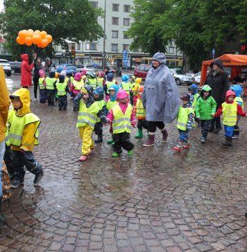 Lapset saapuvat Helsinki paiva 2017